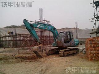 神钢SK100-5挖掘机