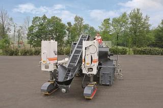维特根 SP25 水泥摊铺机