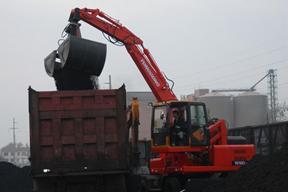 永工 YGXL100-6轮式半回转卸煤 挖掘机图片