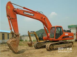 斗山DH320挖掘机