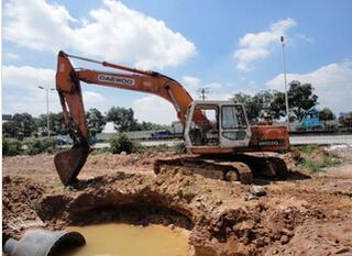 斗山 DH220-3 挖掘機圖片