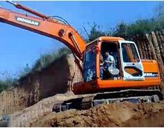 斗山DH280挖掘机