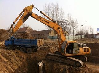 现代R320LC-3挖掘机