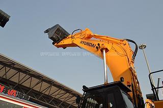 现代R805LC挖掘机