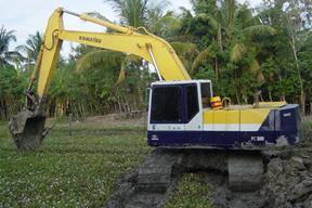 小松 PC220-5 挖掘機圖片