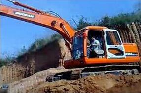 斗山DH280LC挖掘机