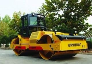 山东公路机械厂 YZC14 压路机