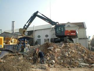 阿特拉斯中国 240LC 挖掘机