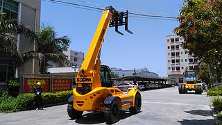 华南重工 HNT40-4 伸缩臂叉车