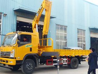 昊意科技5吨东风国五折叠臂起重机