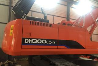 斗鑫重工 DH300LC-7 挖掘機圖片