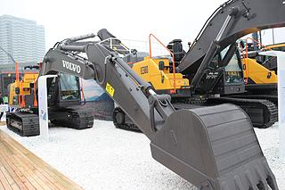 沃尔沃 EC210 挖掘机
