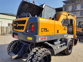 新源XYC75W-9挖掘机