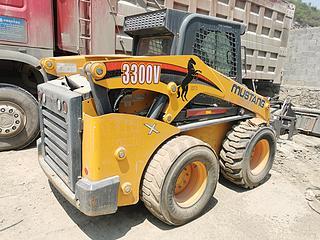 马斯唐 3300V 滑移装载机