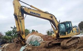小松PC220-6A挖掘机