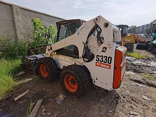 山猫 S330 滑移装载机