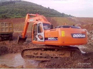 斗山 DH220-7 挖掘機圖片