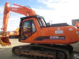 斗山 S225 挖掘机图片