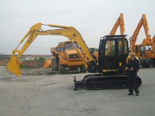 现代R75-7挖掘机