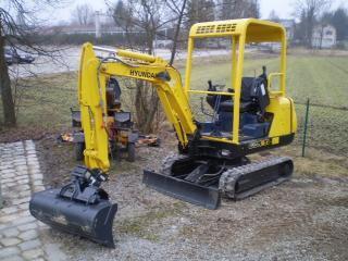现代R16-7挖掘机
