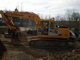 现代R180LCD-7挖掘机