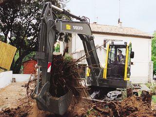 沃尔沃ECR88挖掘机