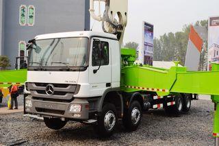 鸿得利 HDL5430THB(奔驰) 泵车