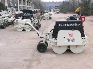 洛陽路通 LTC08手扶式 壓路機圖片