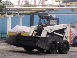 山貓 980 滑移裝載機圖片