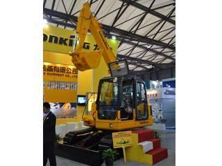 龙工CDM6075挖掘机