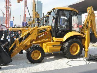雷沃重工 FLB468-II 挖掘装载机