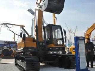 雷沃重工FR220-ETX挖掘机