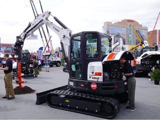 山猫 E55 挖掘机