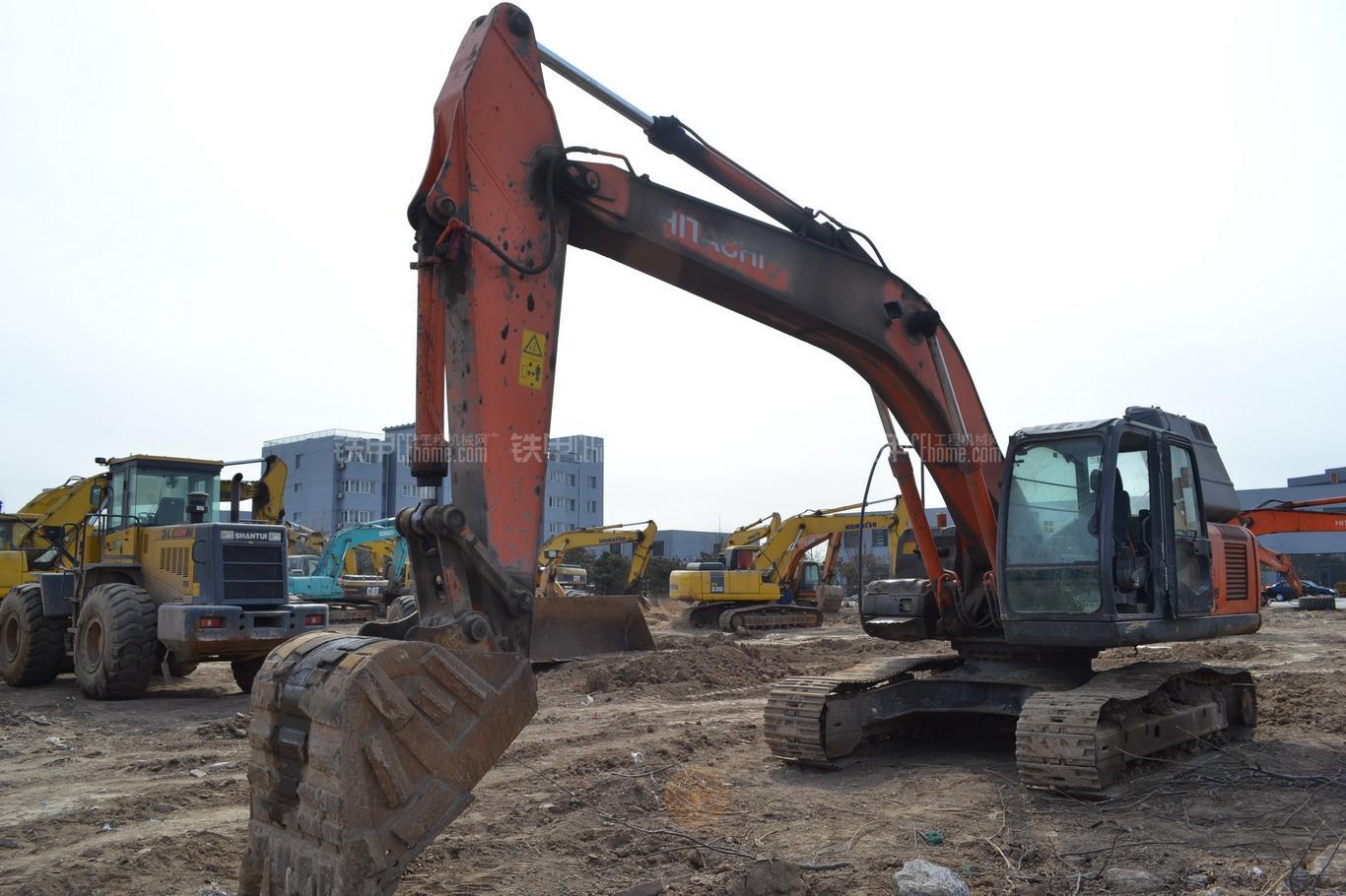 日立zx250h-3国产挖掘机整机外观