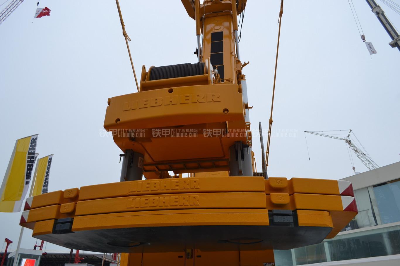利勃海尔LTM1500-8.1起重机局部