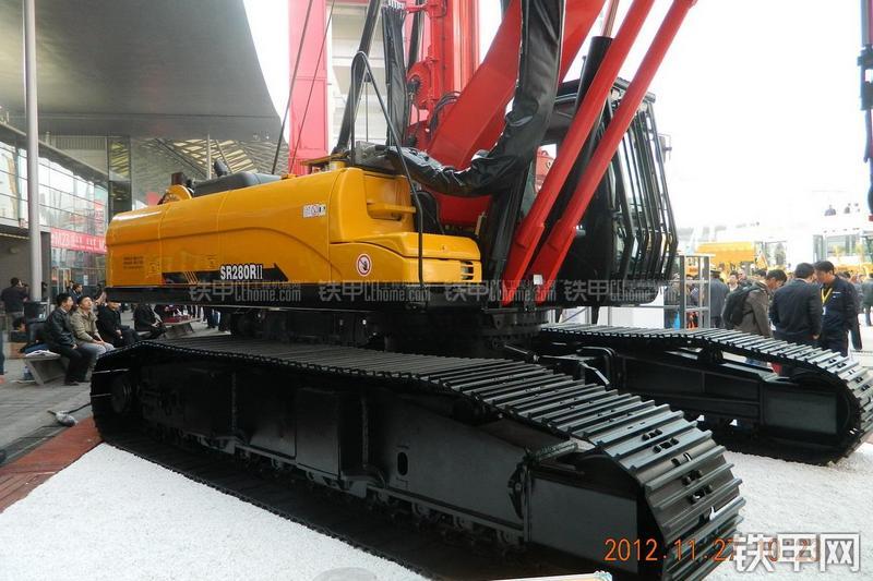 三一重工SR280RII(三一底盘)旋挖钻整机外观
