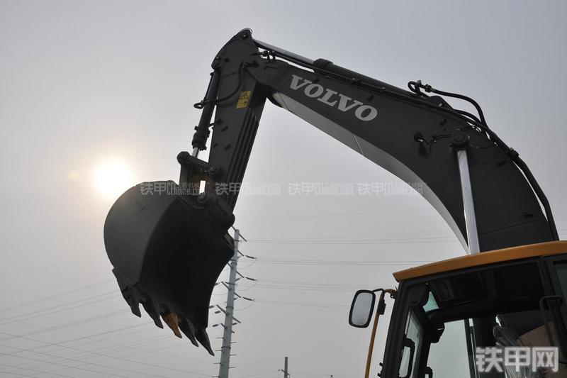 沃尔沃EC380DL挖掘机局部