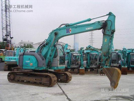 神钢sk135sr-2挖掘机整机外观图片